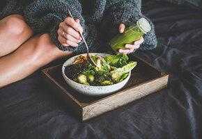 Тёплые салаты: с яблоками, лисичками, сибасом и еще несколько ярких рецептов