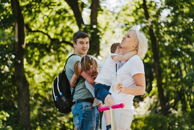 Василиса с мужем Иваном и младшими детьми Симой и Севой