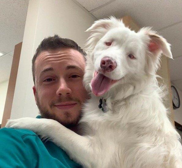 Эйден со своей собакой Плам