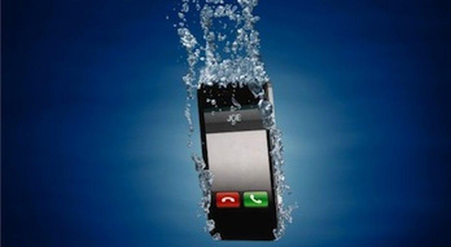 Как спасти «утонувший» телефон