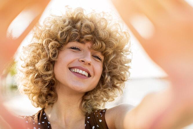 Запоминай, кудряшка Сью: как ухаживать завьющимися волосами