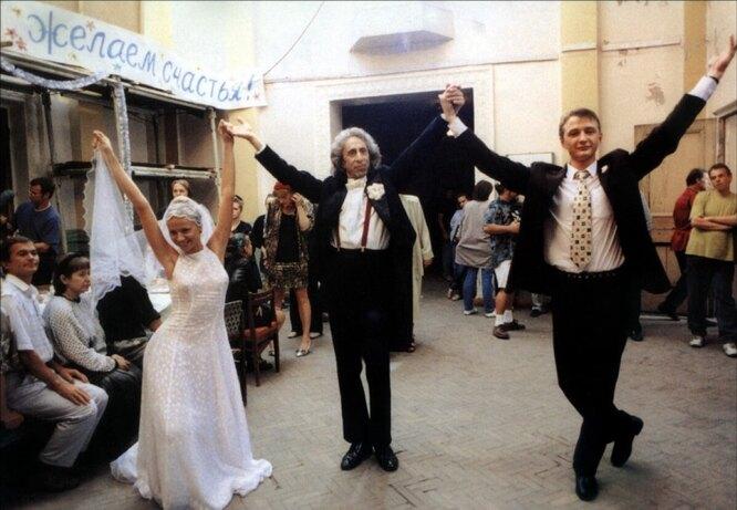 "Кадр из фильма ""Свадьба"""