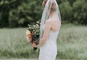 Друзья высмеяли невесту за дешёвое платье, купленное в обычном магазине