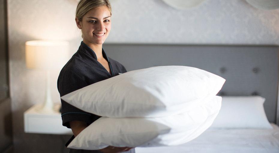 Как почистить подушки: пуховые, синтетические идекоративные