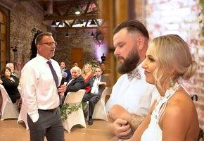 Папа трогательно поздравил со свадьбой дочь, потерявшую в аварии слух (видео)