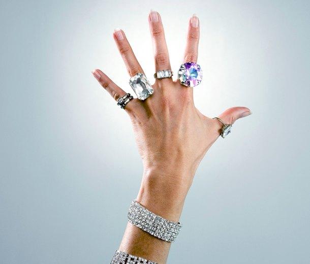 Как снять кольцо сотекшего пальца: 4 простых способа