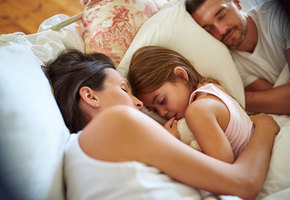 Стоит ли пускать детей к себе в постель?