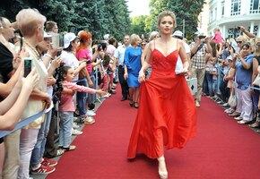 «Самое клевое время». Актриса Алина Ланина устроила беременную фотосессию