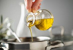 От оливкового до льняного: 7 самых полезных растительных масел для женщин