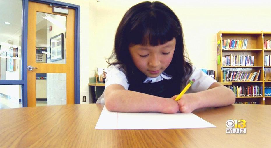 10-летняя девочка, родившаяся безкистей рук, выиграла национальный конкурс правописания