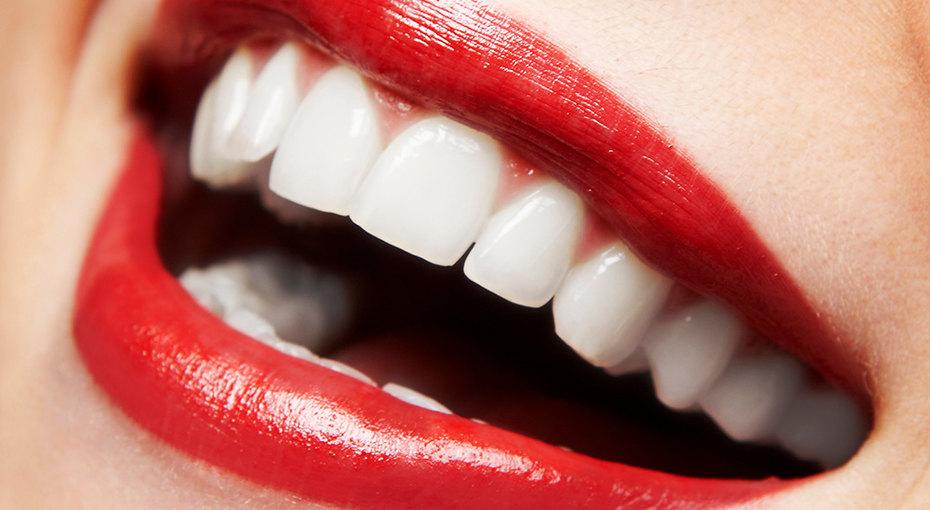 Отбеливание зубов дома: 5 способов, которые работают