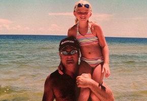 Отец умер 4 года назад, но девушка до сих пор получает от него трогательные поздравления в свой день рождения