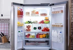 Почему холодильник не морозит?