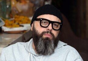 «Какая красивая, с добрым лицом»: Максим Фадеев показал маму с урожаем грибов