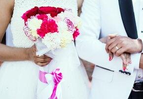 Разразился скандал: женщина надела на свадьбу золовки свой свадебный наряд