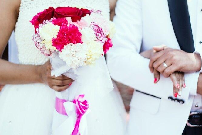Разразился скандал: женщина надела насвадьбу золовки свой свадебный наряд