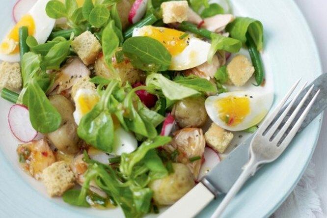 Салат из молодого картофеля с лососем