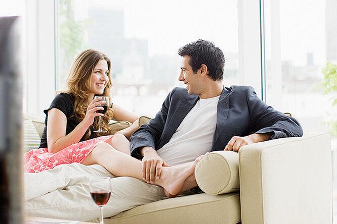 Кровать, свечи икнижная полка – эксперты составили рейтинг предметов интерьера, гарантирующих удачное свидание