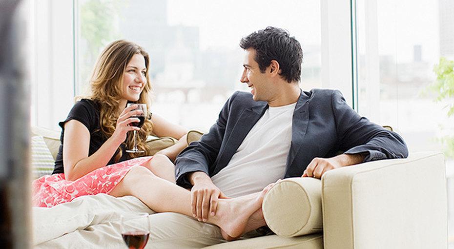 Кровать, свечи икнижная полка - эксперты составили рейтинг предметов интерьера, гарантирующих удачное свидание