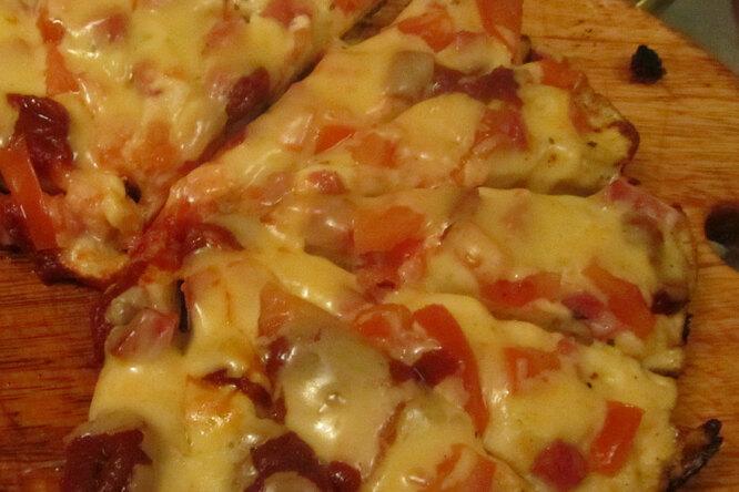 Очень быстрая пицца с ветчиной и шампиньонами