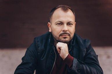 Пережил ДТП, потерял жену: 6 фактов о«феномене Интернета» Ярославе Сумишевском