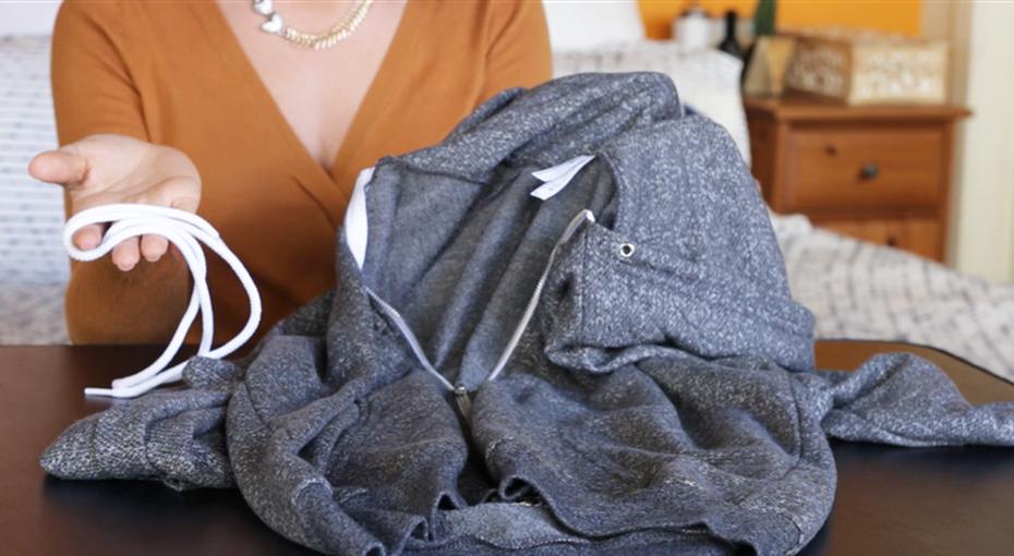 Как вставить выдернутый шнурок вкапюшон или брюки за2 секунды