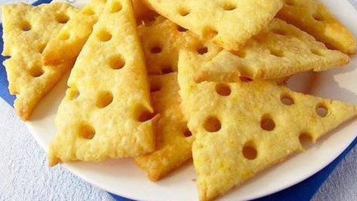 Сырные крекеры — хрустящее домашнее печенье
