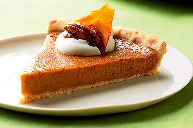 Ореховый тарт со взбитыми сливками