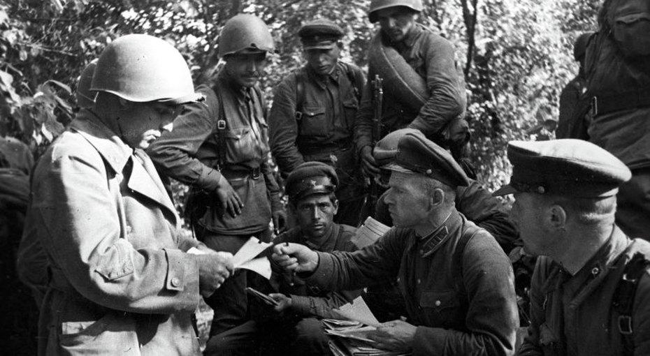 «Города сдают солдаты, генералы их берут»: почему бойцы навойне плакали, читая оВасилии Тёркине