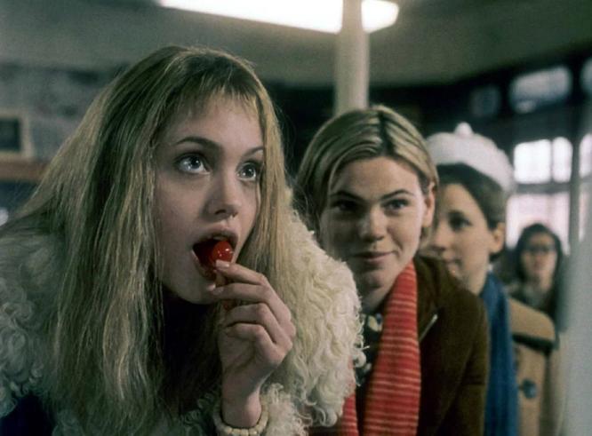 Кадр из фильма «Прерванная жизнь»