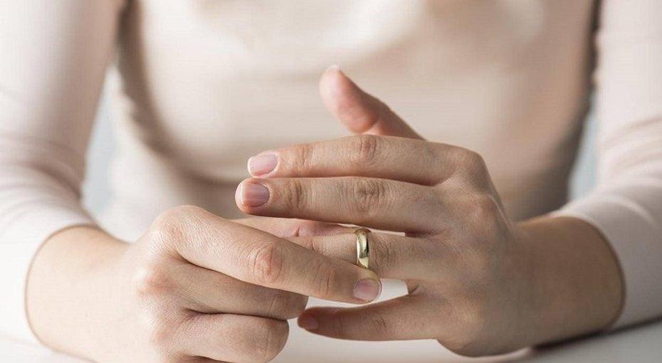 Каждая третья женщина снимает обручальное кольцо, идя насобеседование, ивот почему