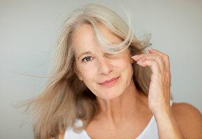 Шесть привычек в уходе за волосами, с которыми лучше расстаться после 40 лет