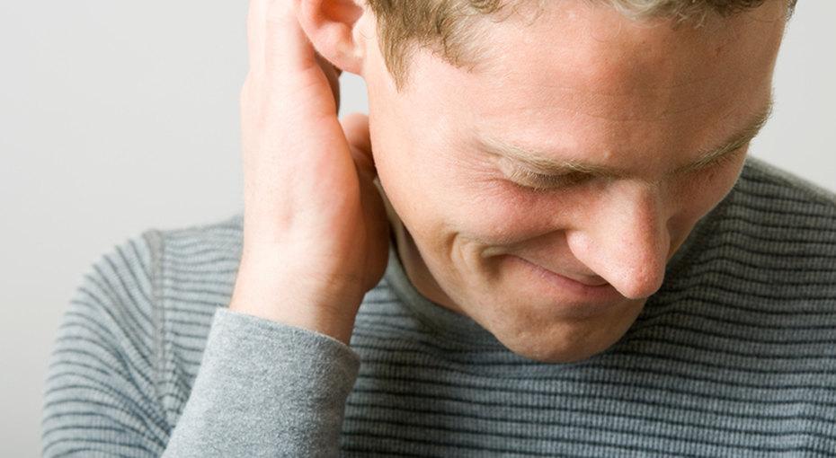 В тихом омуте: 11 правил встречи со скромным мужчиной