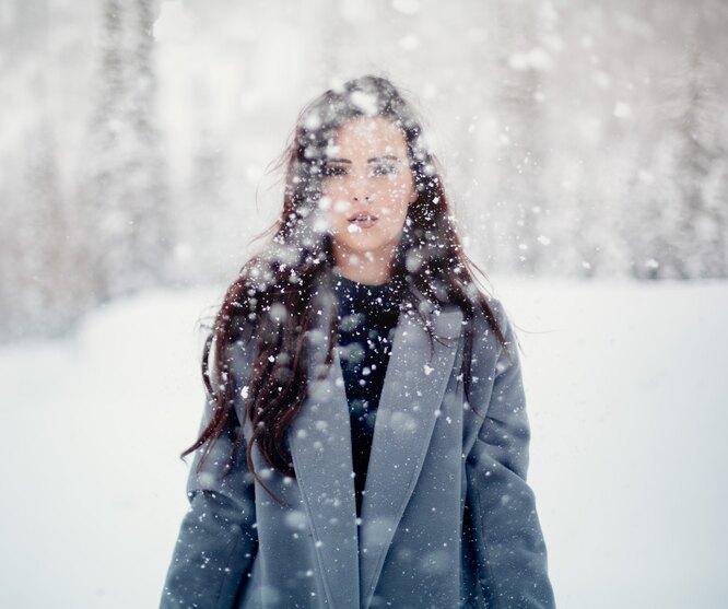 снег, девушка, не по погоде