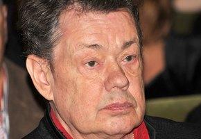 «Он почти не может дышать»: сын Николая Караченцова рассказал о состоянии отца