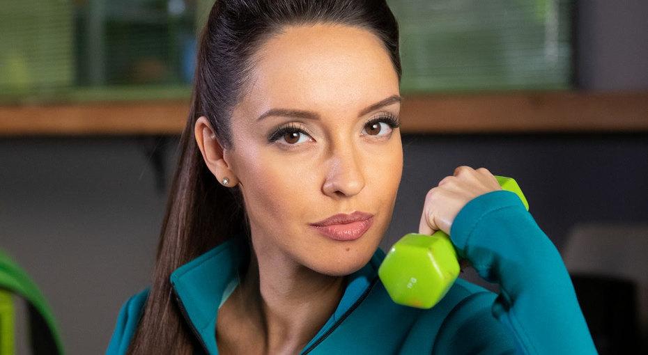 Со съемочной площадки вроддом: актриса сериала «Фитнес» снималась впроекте до8 месяца беременности