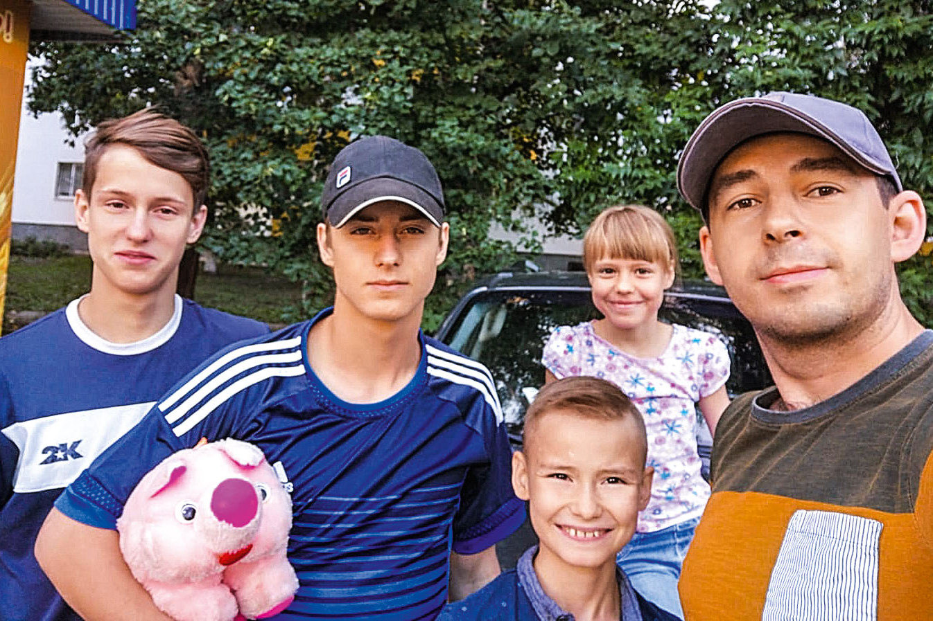 Антон иего четверо подростков