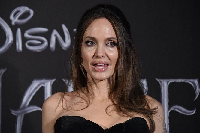 «В ярости»: Анджелина Джоли отреагировала нароман Брэда Питта