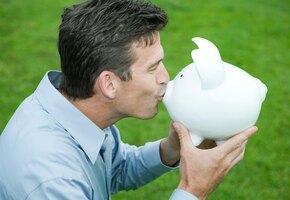 Психолог рассказал, почему богатые страдают накопительством и не тратят