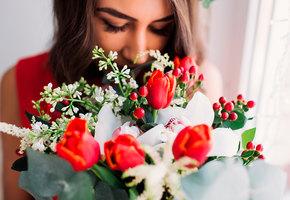 Цветы к 8 Марта: как выбрать те, что долго простоят (видео)