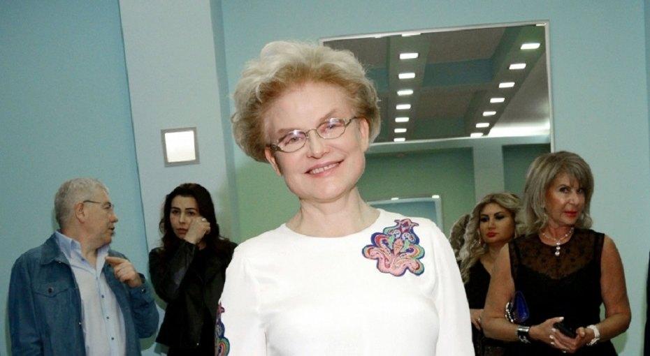 «Младший навас похож»: Елена Малышева выложила редкие фото внуков