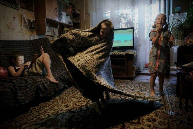 Дети играют дома Фото: Юлия Скоробогатова для ТД