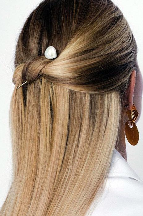 Волосы, завязанные в узел