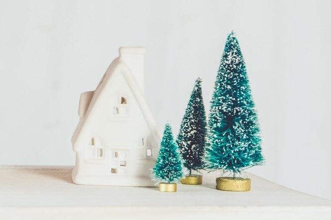 Не только пушистые: 7 необычных новогодних елок, которые можно купить онлайн