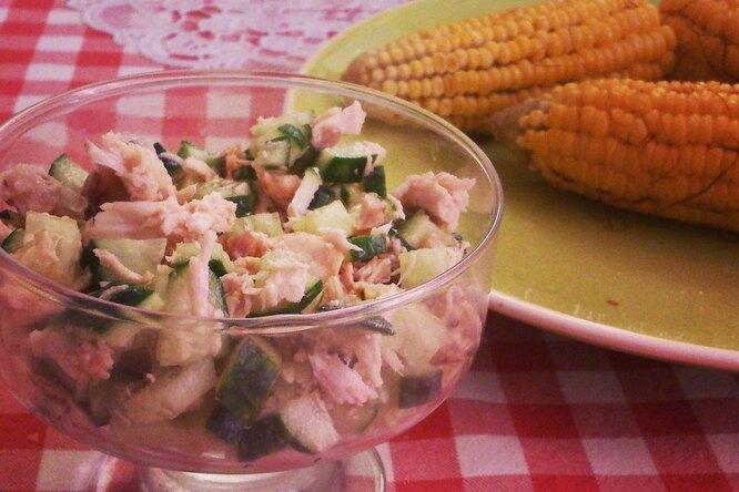 Легкий салат из курицы