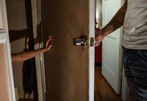 Суд смягчил приговор мужчине, который насиловал родную дочь
