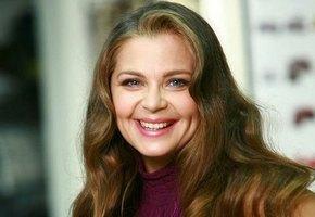 «Потрясающей красоты девочка растет»: Ирина Пегова показала фото с 14-летней дочкой