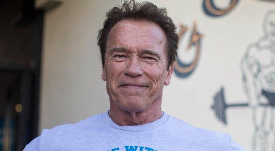 «Никогда неешь один!» 72-летний Арнольд Шварценеггер пообедал сламой ипони