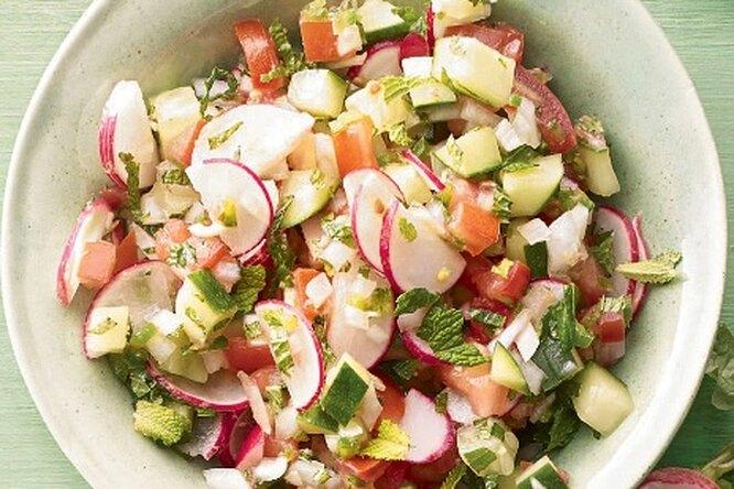 Соус сальса с редисом и томатами