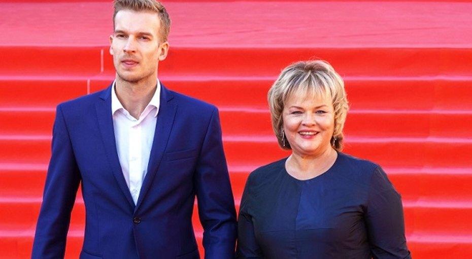 60-летняя звезда фильма «Чародеи» Александра Яковлева увлеклась 30-летним актером